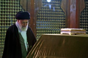 Supreme leader visits the holy mausoleum of Imam Khomeini and the martyrs