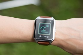 owe_smartwatch-fitness-wearable-uv-tracking-crowdfunding-agency20_1400x960_new-b-min.jpg