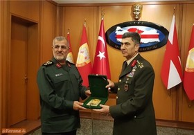 The IRGC Ground Force Commander meets with Ground Force Commander of Turkey