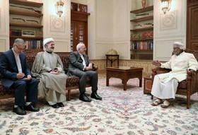 Iranian FM meets with Sultan Qaboos in Oman