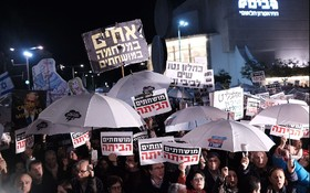 Thousands rally against 'crime minister' Netanyahu in Tel Aviv