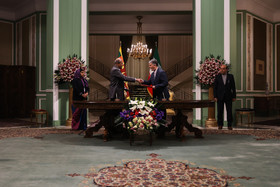 Signing cooperation agreements between the two countries / The meeting between the Sri Lankan President and the Iranian President / Mr Sirisena was officially welcomed by Hassan Rouhani at Sa'dabad Complex.