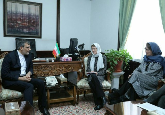 Iran's Jaberi Ansari meets ICRC's operations coordinator for Middle East