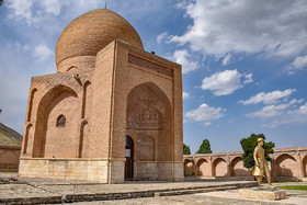 This is the tomb of Seyyed Sadr-al-Din, the chief minister of Safavid dynasty. The war, occurred in 1514, was between Ottoman Empire and Iran's Safavid dynasty in which 27 thousand of Iran's army were killed.