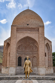 The statue of Seyyed Sadr-al-Din / This is the tomb of Seyyed Sadr-al-Din, the chief minister of Safavid dynasty. The war, occurred in 1514, was between Ottoman Empire and Iran's Safavid dynasty in which 27 thousand of Iran's army were killed.