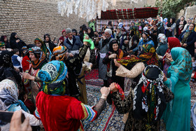 In wedding ceremonies, people of Lorestan have traditional dance and music and wear folk costumes. Although modern life has impacted on traditional customs especially on weddings, there are some families in Lorestan province who follow these customs.