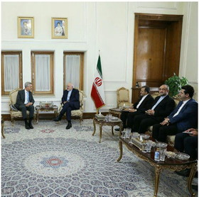 Zarif meets UN High Commissioner for Refugees