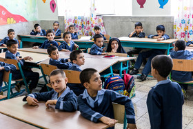 The presence of one of the immigrant student's parents in the class / There are nearly 450 thousand immigrant students who live in Iran and receive free education like Iranian children.
