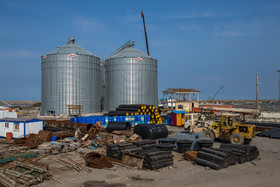 Anzali Port's capacity of unloading, loading and storing grains is six thousand tons. Construction of new silos with the capacity of 15 thousand tons will increase the mentioned capacity to 21 thousand tons.