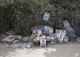 Selling the photos of Grand Ayatollahs in Arba'een March