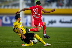Sepahan FC and Padideh FC played against each other in the fourteenth week of Persian Gulf Pro League and it was one-nil to Persepolis FC.