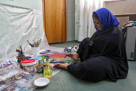 Sheyda Shokravi, who was born with no arms, does a painting, December 3, 2018.