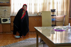 Sheyda Shokravi, who was born with no arms, takes a plate with her foot, December 3, 2018.