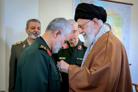 Iran's Leader awards General Soleimani Order of Zulfaqar
