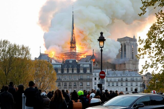 Zarif sympathizes with French, all Catholics over blaze at Notre Dame