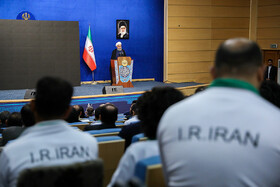 Iranian President, athletes hold cordial meeting