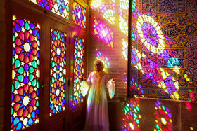Mosque of colors; astonishing tourists