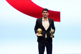 Persepolis goalkeeper Alireza Beiranvand wins awards of best football player as well as best goalkeeper of the previous Persian Gulf League during the award ceremony for bests of Iran's football, futsal and beach soccer, Tehran, Iran, August 24, 2019.