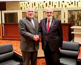 Zarif meets Libyan FM in Japan