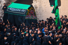 """'Zar-e Khak' tradition on Ashura in Ghurtan Village, Isfahan, Iran, September 10, 2019. According to this tradition, people of this village are divided into two groups on Ta'sua. One group includes ordinary people and the other group consists of descendants of the Islamic prophet Muhammad (PBUH) and his cousin and son-in-law Imam Ali (PBUH).  The descendants, known as """"Sayyid"""", wear green shawls and hold the mourning ceremony for the martyrdom of Imam Hussain (PBUH) alongside other people."""