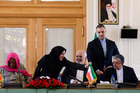 A meeting between Iranian Foreign Minister Mohammad Javad Zarif (3rd, R) and the Minister of International Relations and Cooperation of South Africa, Naledi Pandor (L), is held in Tehran, Iran, October 16, 2019.