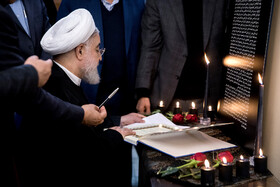 Dr Rouhani, cabinet members sign Ukrainian jetliner crash memorial