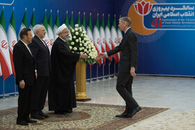 Iranian President meets with ambassadors