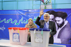 Iranian politician Mohammad Reza Aref (R) casts his vote in the 11th parliamentary and Assembly of Experts elections, Tehran, Iran, February 21, 2020.