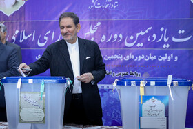 Iran's First Vice-President Es'haq Jahangiri casts his vote in the 11th parliamentary and Assembly of Experts elections, Tehran, Iran, February 21, 2020.