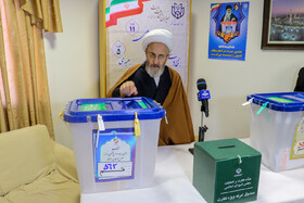 Ayatollah Ja'far Sobhani casts his vote in the 11th parliamentary and Assembly of Experts elections, Qom, Iran, February 21, 2020.