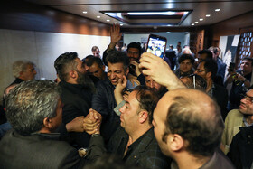 Adel Ferdosipour, one of the most popular sportscasters in Iran, is present during the funeral ceremony of the veteran Iranian actor Jamshid Mashayekhi, April 9, 2019.