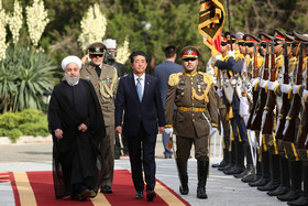 Japanese Prime Minister Shinzo Abe (front, R) is officially welcomed by Iranian President Hassan Rouhani at Sa'dabad Cultural-Historical Complex, Tehran, Iran, June 12, 2019.