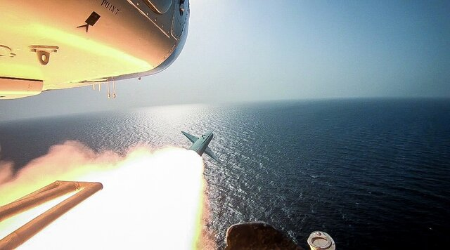 Combinatory war games by IRGC' navy, aerospace forces at 2nd day of drills