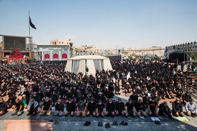 Mourners of Imam Hussain offer the noon prayer of Ashura Day at Imam Hussain Square, Tehran, Iran, August 30, 2020.