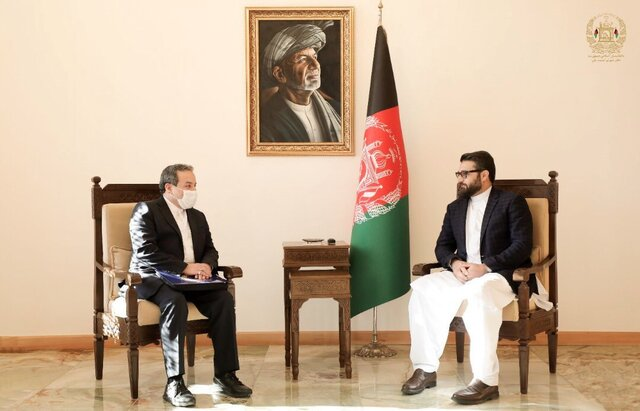 Iranian deputy FM Araghchi meets with National Security Adviser of Afghanistan