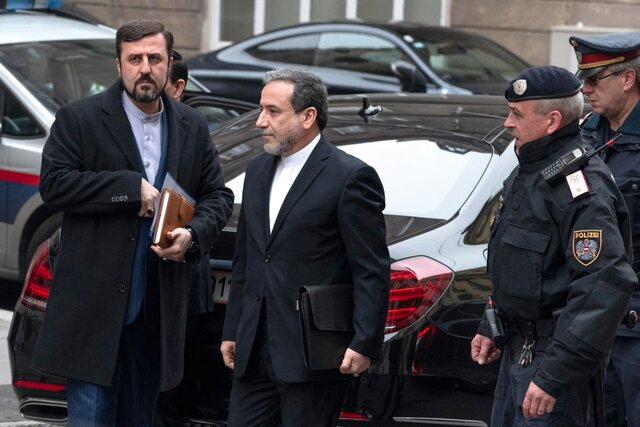 Iran holds bilateral talks with P4 + 1 delegations