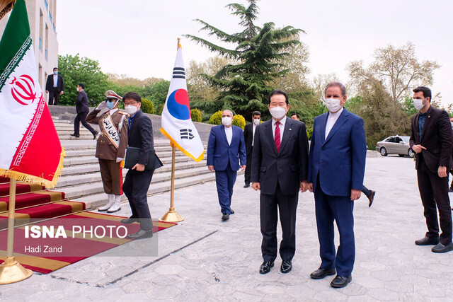 S. Korean PM Welcomed by First Vice-President in Tehran