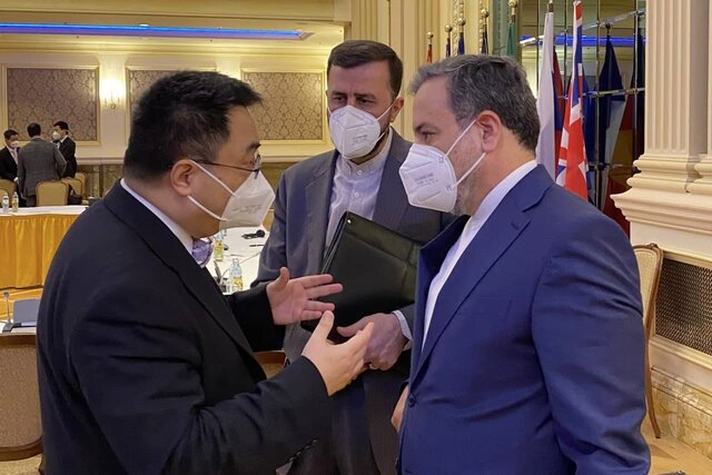 Araghchi meets with heads of Chinese, Russian delegations in Vienna