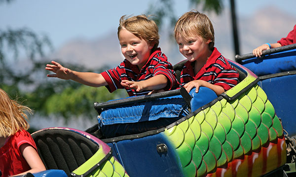 Tips-on-Enjoying-Amusement-Parks-with-Kids-with-Autism